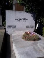 Hrob Emila Háchy na Vinohradském hřbitově